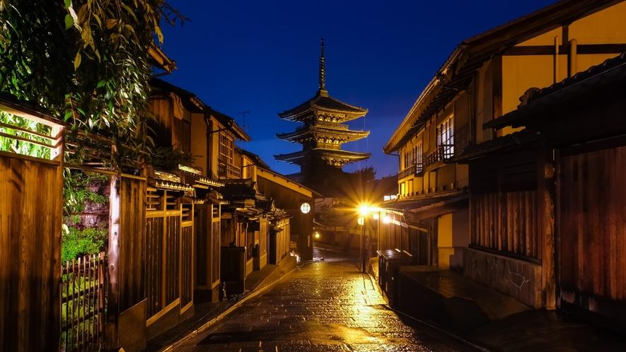 【法観寺】八坂神社と清水寺の中間に位置しており、「八坂の塔」という呼称で有名な観光スポット