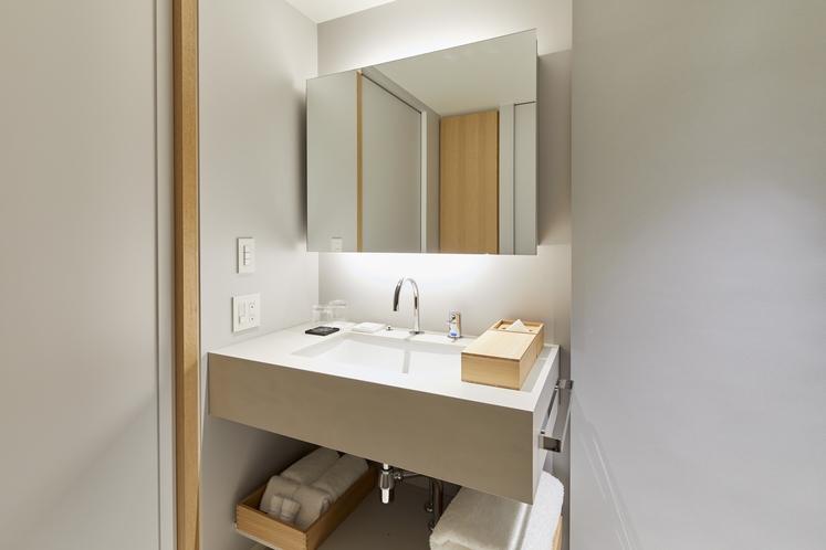デラックスツインベッドルーム 〈檜風呂付〉 洗面所