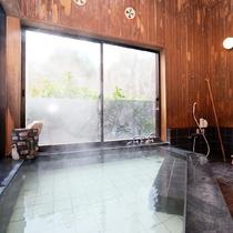 *半露天風呂◆新田温泉は硫黄のにおいがしないので女性にも人気です