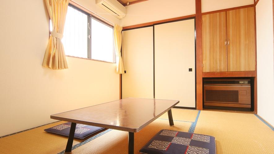 ごろんと寛げるのんびりとした和室です。