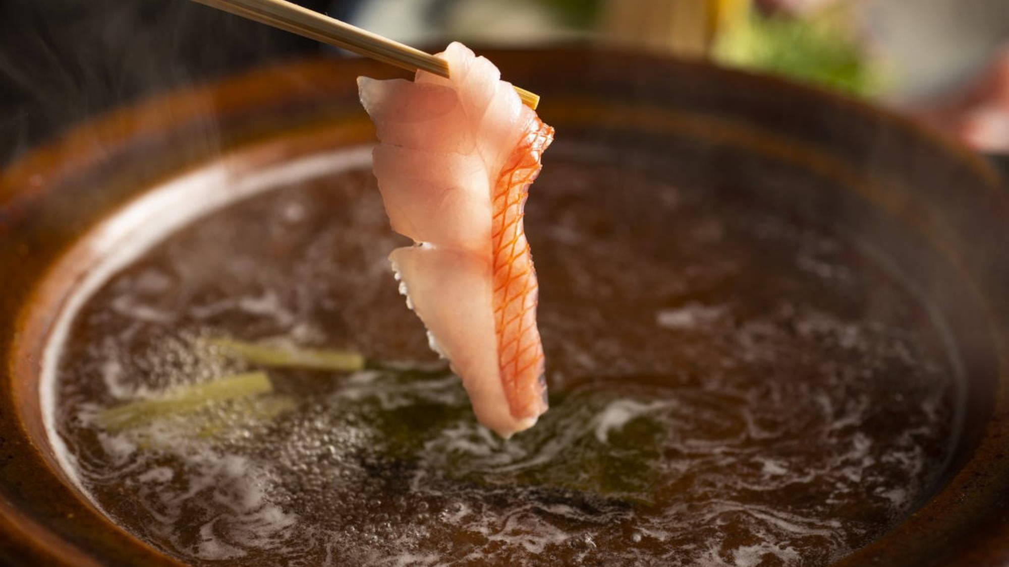 【地魚】相模湾、東伊豆双方からの魚介類が豊富に入る湯河原。刺身やしゃぶしゃぶでお楽しみください。