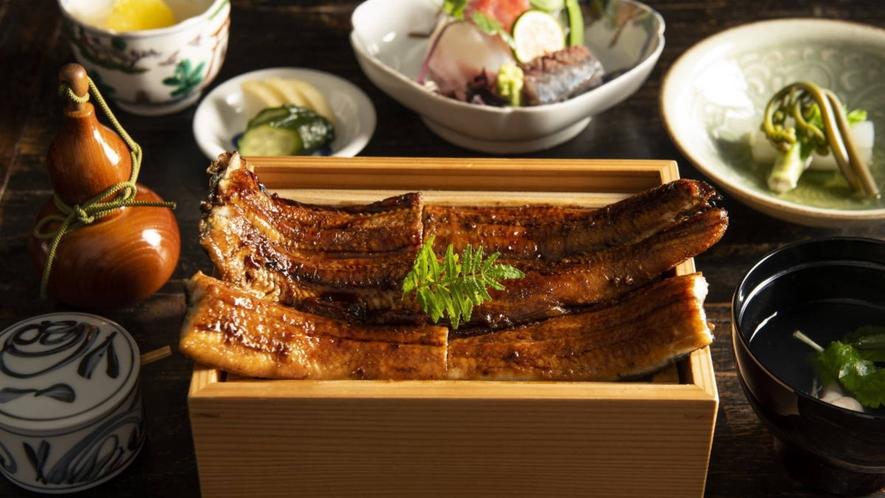 """【鰻】厳選された国産鰻を、蒸さずに焼く""""地焼き""""でお出ししています。"""