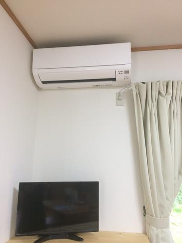 ダイニングにエアコン、テレビついてます