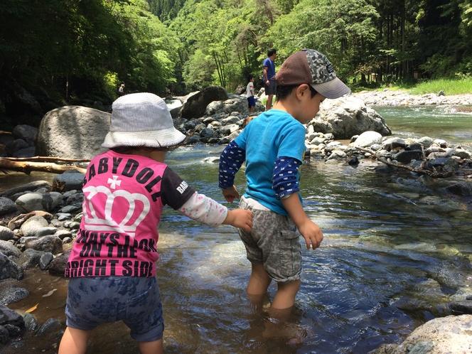 道志川にて川遊び