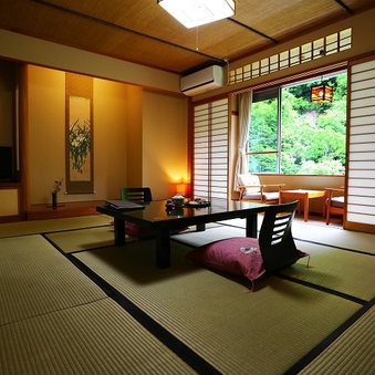 和室10畳+次の間4.5畳■開放的な景色と安らぎ空間