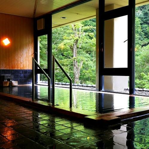 【内湯】爽やかな緑を楽しみながら、夏の女性大浴場