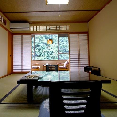 【10畳+6畳次の間】爽やかな山の緑に癒される和室