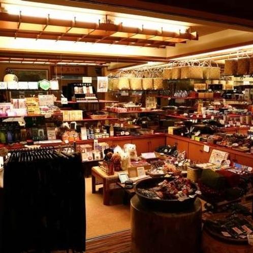 売店には地元のお味噌、きゃらぶきなど販売しています。