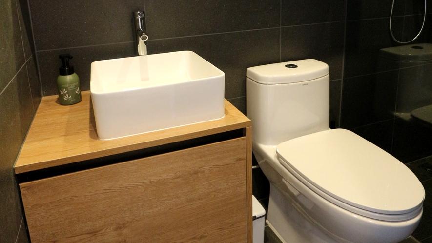 【客室洗面所】寝室棟すべてに洗面所備え付けておりますのでグループでのご利用でも安心。