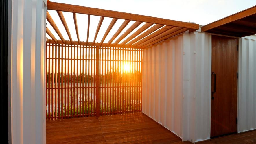 【デッキ】海側の客室なら夕陽を眺めることができます!
