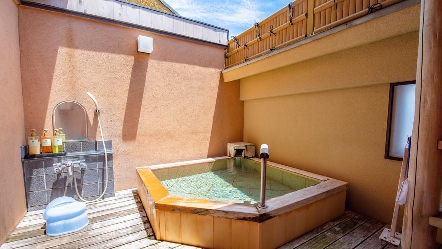 源泉かけ流しの無料貸切露天風呂「彩月の湯」