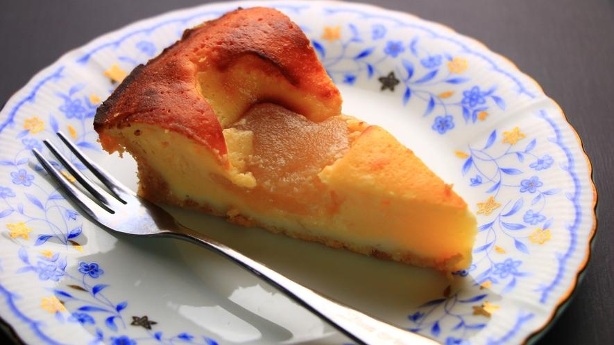 【夕食一例】女将手づくりの、梨のヨーグルトケーキ