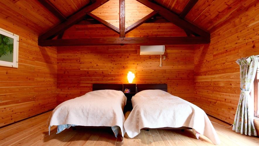【客室】2Fの3間続きの一番奥のベッドルーム。木の香りに包まれてぐっすり眠れそうです。