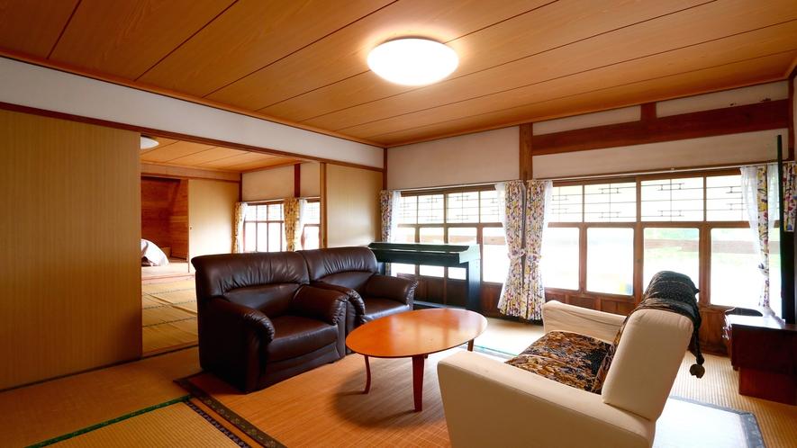 【客室】2Fの3間続きの一番手前の8畳の和室。ゆったりのんびり語らいのひとときを。