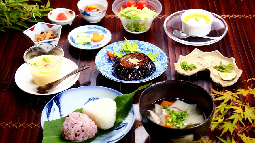 つばき定食☆地元産の食材をふんだんに使い身体にとっても優しい定食です♪