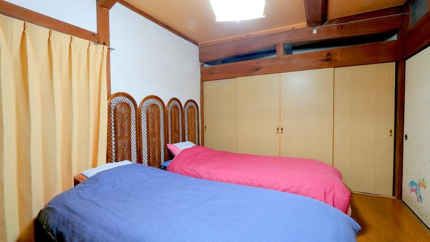 【客室】1Fの8畳和室&ベッドルーム