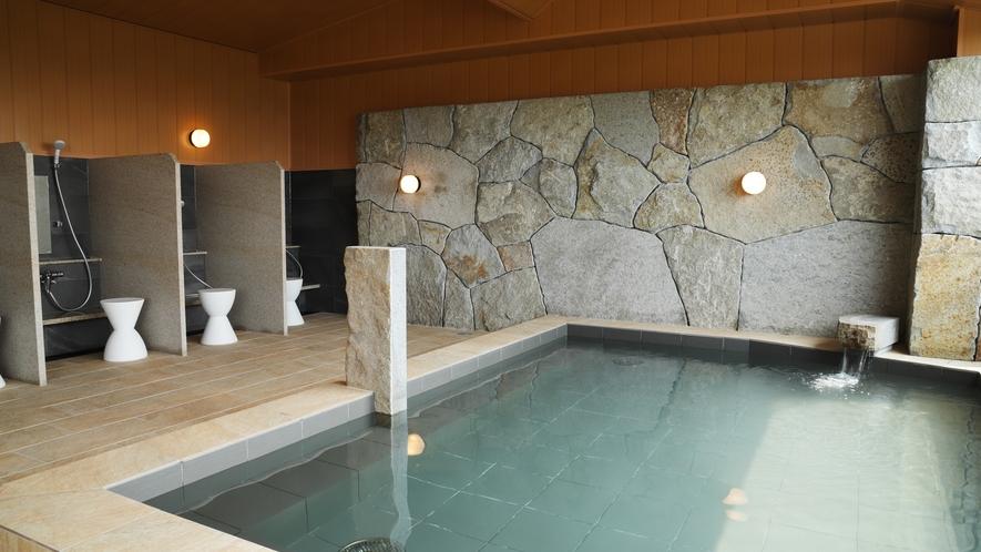香川県名産「庵治石」を配した大浴場「THE CALM」