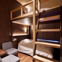 「デザイナーズツインルーム」(二段ベッド)