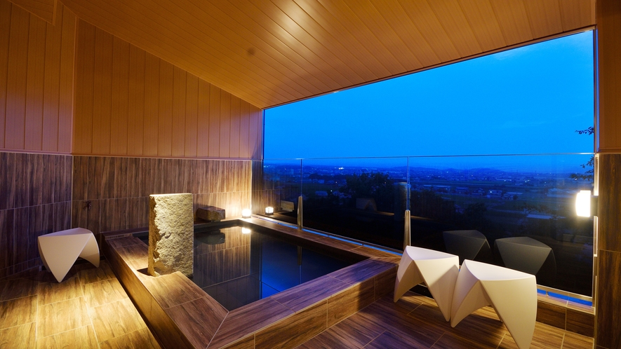 讃岐平野を一望できる半露天風呂で癒しのひと時を