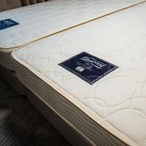 2-24階のスタンダードフロアにはシモンズ製ベッドをご用意。