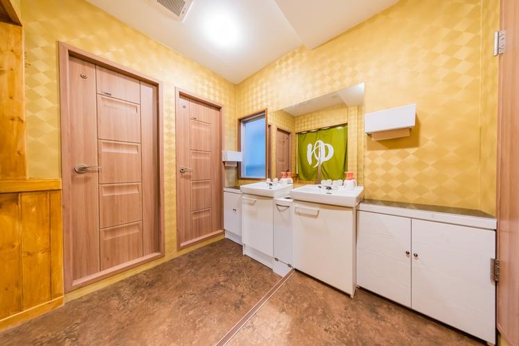 共有スペース シャワー、トイレ、洗面台