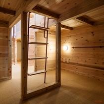 【男女共用】コンパートメント1階荷物スペース