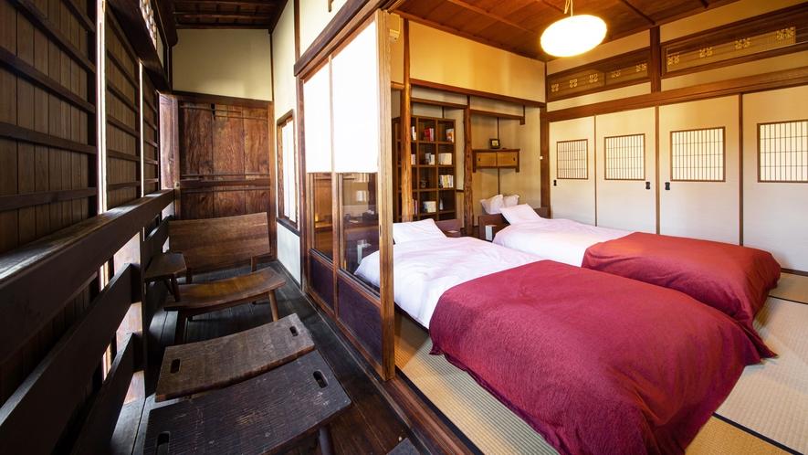 *【寝室】和室にセミダブルベッドが2台ございます