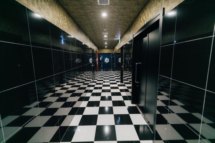 1F廊下奥に大浴場を備えております。