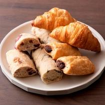 ご朝食の焼き立てパン
