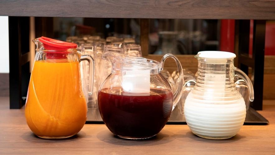 【朝食バイキング】野菜ジュースとサプリメント・ドリンク