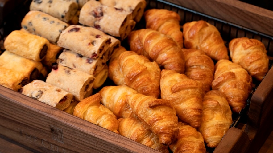 【朝食バイキング】焼き立てパン