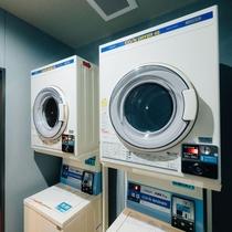 館内コインランドリー 洗濯機300円 乾燥機 30分100円