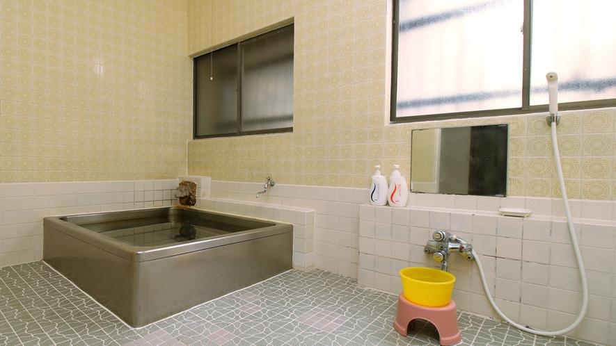 ■【お風呂】大浴場は男女別2か所ございます。脱衣所も広々です。