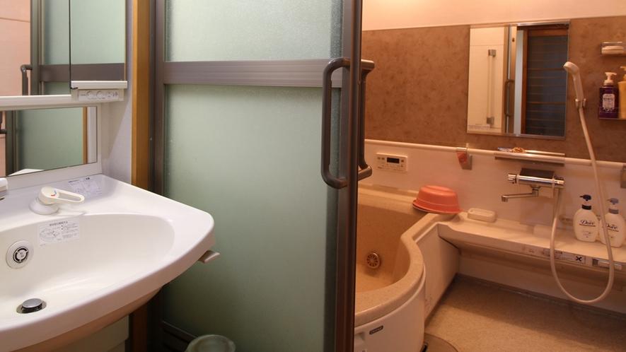 ■【お風呂】ボディーソープ、リンスインシャンプーはご用意あり。清潔感のあるお風呂です。