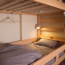 2段ベッド内