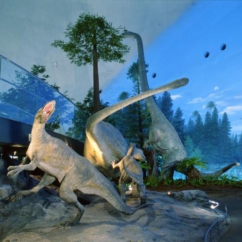 恐竜博物館、電車で行けます。一日乗車券と入場料込みで2,150円