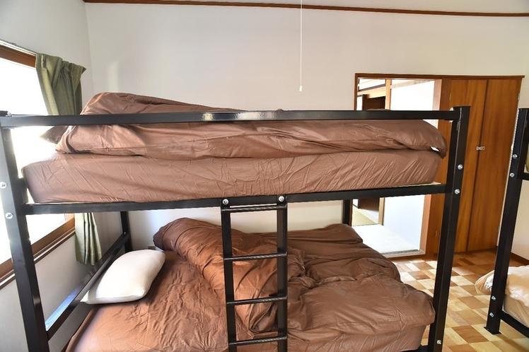 寝室1セミダブルベッド
