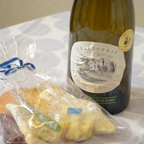 Go To キャンペーンをご利用の方にワインとチーズのサービスを致します。(人数や日数によって内容が