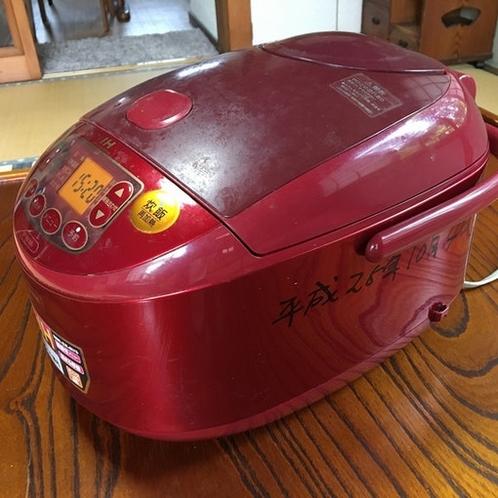 炊飯器を用意してあります。お米も炊けます。We prepared rice cooker. So y