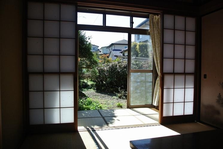 You can enjoy garden through the window.