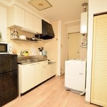 冷蔵庫、洗濯機、電子レンジ、キッチン