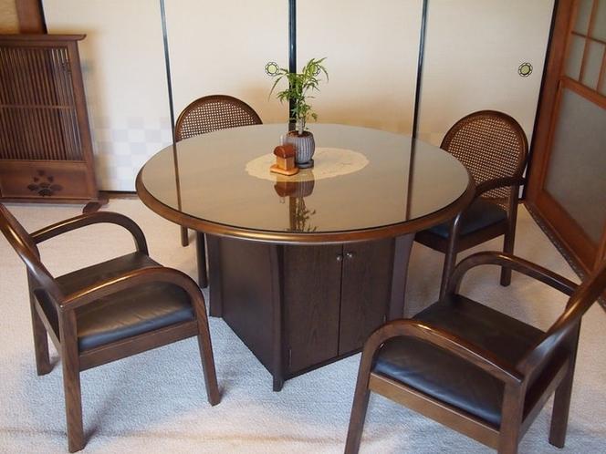 談話室(1階南和室)テーブル
