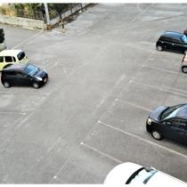 広い駐車場です。No,303に留めて下さい。