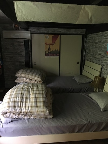 寝室  ベッド2台