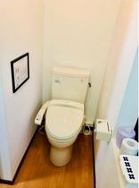 トイレは二階にあります。