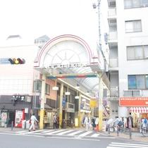 徒歩1分のところにある横浜橋商店街!