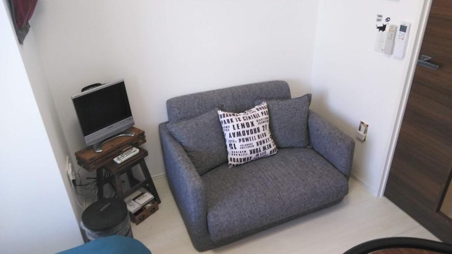 ソファとTVでリラックスしてください TV and sofa