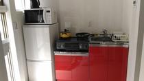 キッチン、冷蔵庫、電子レンジ、ポット