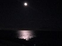 海に浮かぶ月 入浴しながらご覧いただけます