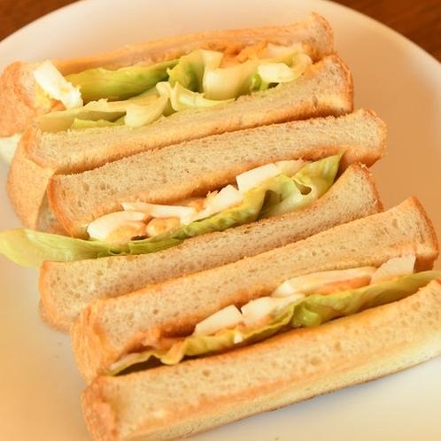 サンドイッチは、「450円」コーヒー付き